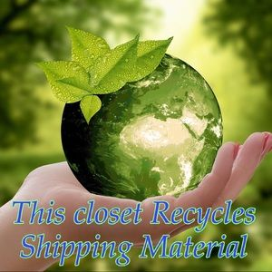 ♻️ This Closet Recycles Shipping Material ♻️